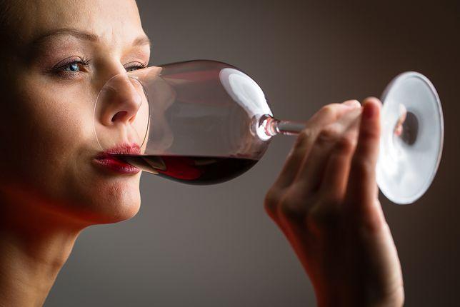 Wykształcone kobiety sięgają po alkohol chętniej
