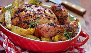 Pyszny pieczony kurczak ma rodzinny obiad