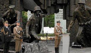Pięć nazwisk podczas apelu na rocznicę powstania. Wśród nich Lech Kaczyński