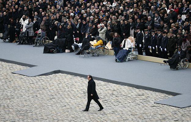 """Zamachy w Paryżu. Hollande: zniszczymy """"armię fanatyków"""" odpowiedzialnych za ataki"""