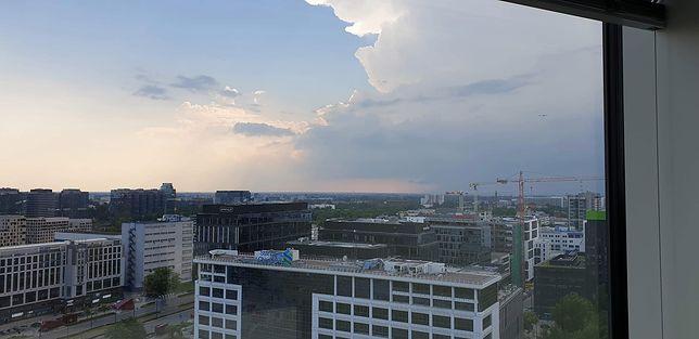 Pogoda zaskakuje. Burze nad Polską, ostrzeżenia IMGW