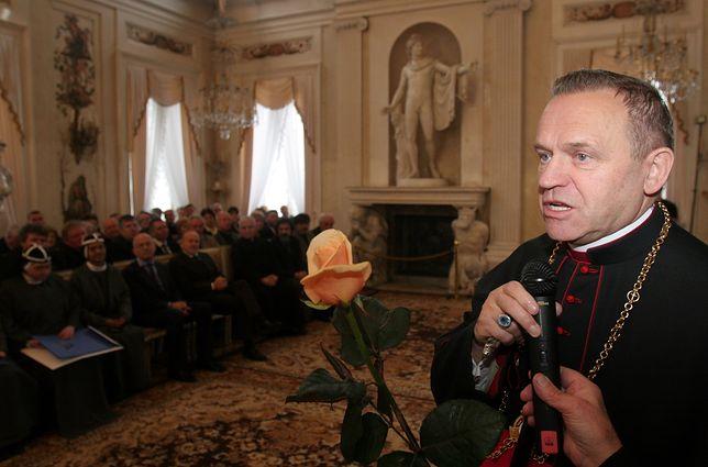 """Krewni ks. Henryka Jankowskiego w styczniu złożą pozew o naruszenie dóbr osobistych przez """"Gazetę Wyborczą"""", która opisała relację ofiary duchownego."""