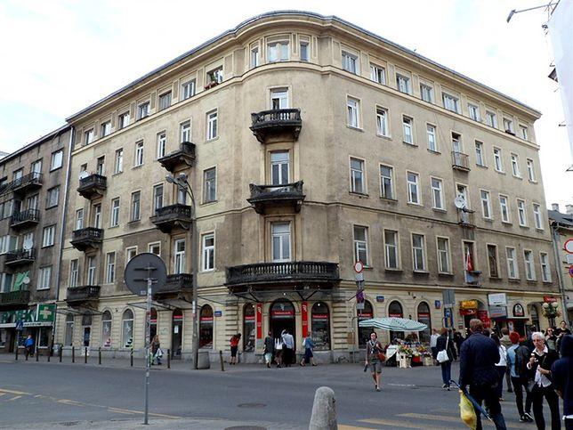 Warszawa. Kamienica na zbiegu ulic Chmielnej i Szpitalnej przed remontem