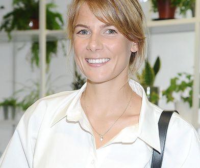 Bieliźniana sukienka na lato. Marta Wierzbicka w modelu o złotym kolorze