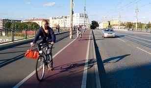 """""""Bomblostrada"""" w centrum miasta. Drogi rowerowe są wykorzystywane nie tylko przez rowerzystów"""