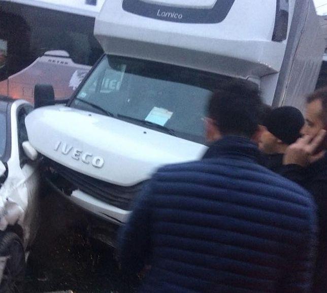 Wypadek na Ochocie. Zderzyły się dwa samochody
