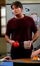 """""""Dwóch i pół"""": Charlie Sheen zażywał kokainę w pracy"""