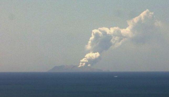 Nowa Zelandia. Wybuch wulkanu na wyspie. Są zaginieni i ranni. Policja o ofiarach śmiertelnych