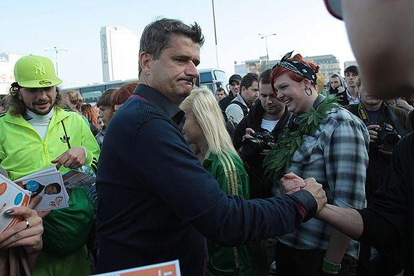 Janusz Palikot w marszu na rzecz legalizacji marihuany - zdjęcie archiwalne z 1.10.2011