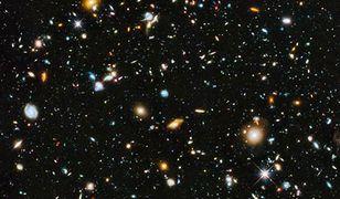 Hubble Ultra Deep Field 2014 - obraz kosmosu z Kosmicznego Teleskopu Hubble'a. Na zdjęciu znajduje się około 10 tysięcy odległych galaktyk