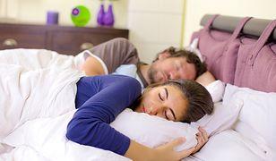 Zasypianie w towarzystwie nowego partnera nie jest łatwe