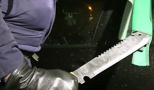 Maczety o długości ostrzy przekraczającej pół metra znaleźli policjanci u trzech nastolatków z Nowej Huty (zdjęcie ilustracyjne)