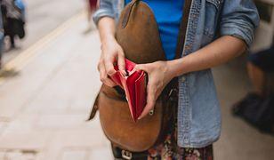 Czerwony portfel nie zniknie nam z oczu i łatwo znajdziemy go nawet w torebce XXL
