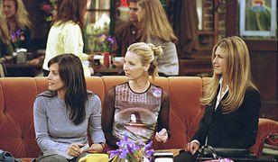 """Lisa Kudrow przyznała, że przy filigranowych Courtney Cox i Jennifer Aniston czuła się jak """"góra"""""""