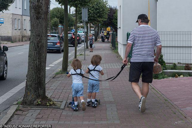 Według przepisów małoletni poniżej 7. roku życia w ogóle nie powinien wychodzić z domu. Nawet z opiekunem.