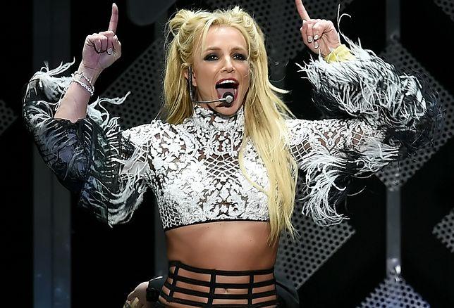 Britney Spears zamieściła zdjęcia topless