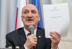 Macierewicz zawiadamia prokuraturę. Chodzi o artykuł dotyczący raportu smoleńskiego