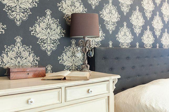 Lampka stołowa przyda się także podczas czytania książki w łóżku