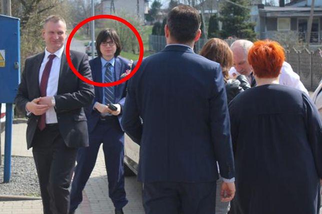 """Młody doradca Macierewicza powrócił. Pomaga promować """"Piątkę PiS"""""""