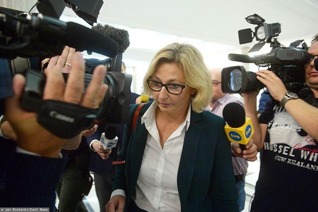 Sejm. Małgorzata Motylow opuszcza posiedzenie komisji do Spraw Kontroli Państwowej (zdj. arch.)