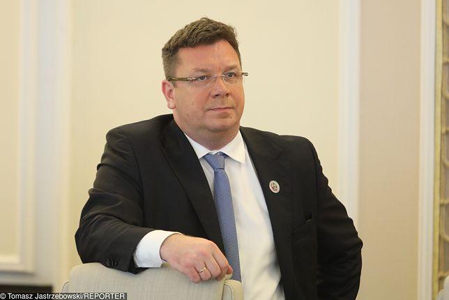 """Krzysztof Sadowski oskarżany. Wiceminister: """"Brak zawiadomienia do prokuratury"""""""