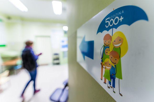 Wiceminister rodziny, pracy i polityki społecznej Bartosz Marczuk podkreśla, że program 500+ bardzo dobrze wywiązuje się ze swoich założeń