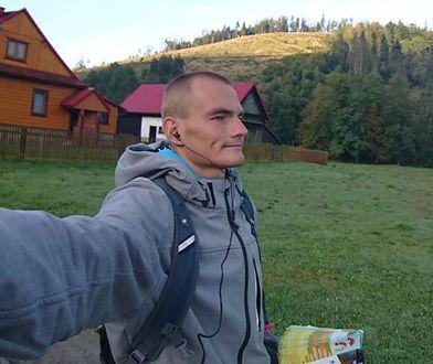 Z rozdawania ulotek można wyżyć, mieć oszczędności i planować zakup mieszkania, przekonuje Łukasz Eichner z Żywca.