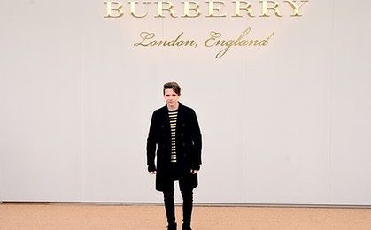 Syn Beckhamów podpisał kontrakt z Burberry. Eksperci: to zwykły nepotyzm