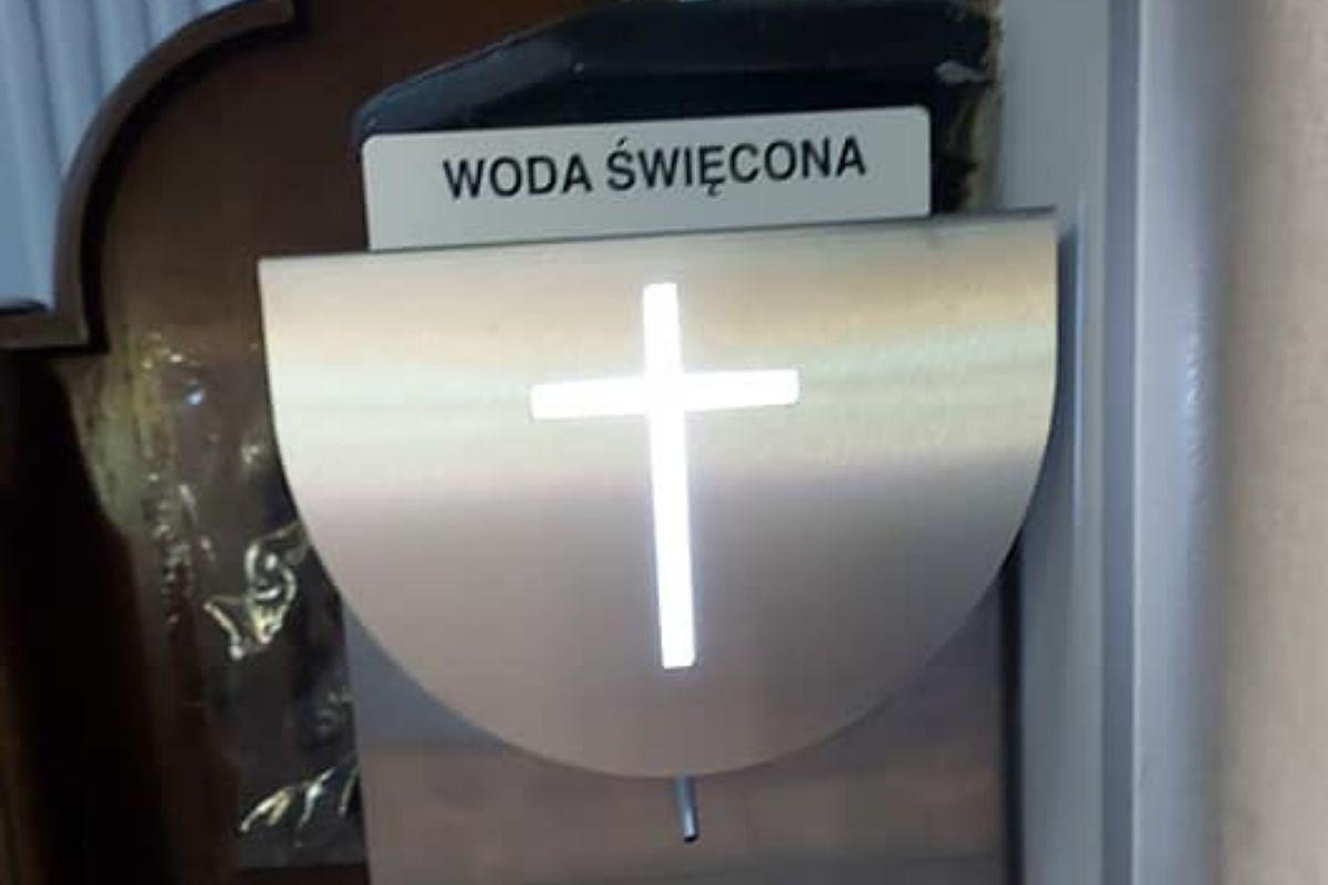 Tarnobrzeg. Miasto kupiło automaty do wody święconej. To odpowiedź na obostrzenia