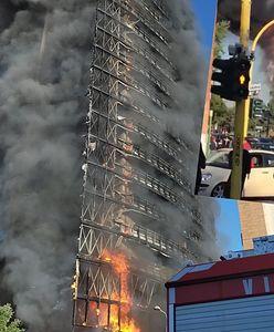 Potężny pożar. 15-piętrowy wieżowiec w ogniu