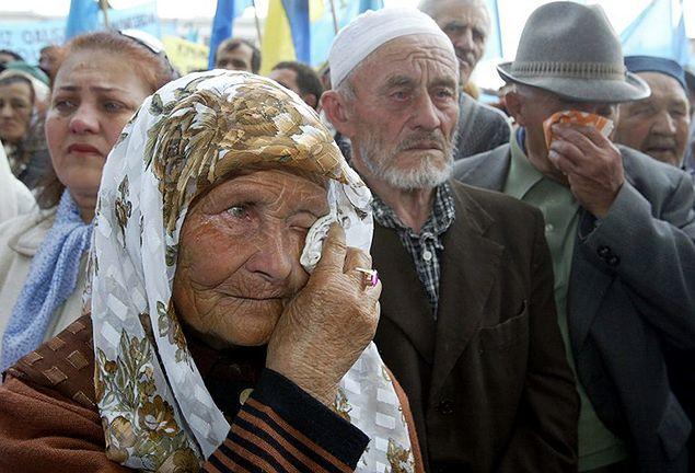 Tatarzy krymscy podczas obchodów 60. rocznicy zarządzonych przez Stalina masowych deportacji