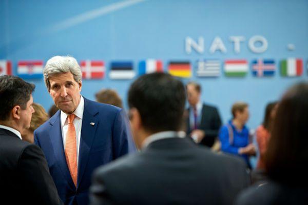 John Kerry apeluje do Rosji, by w ciągu kilku godzin wpłynęła na separatystów