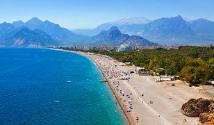 Plaże w tureckich kurortach są szerokie, piaszczyste i ciągną się aż po horyzont