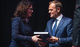 Aleksandra Dulkiewicz pochwaliła się dedykacją od Donalda Tuska