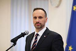 Poseł Janusz Kowalski w ogniu krytyki. Prof. Simon: współczuję partii, która ma takiego polityka