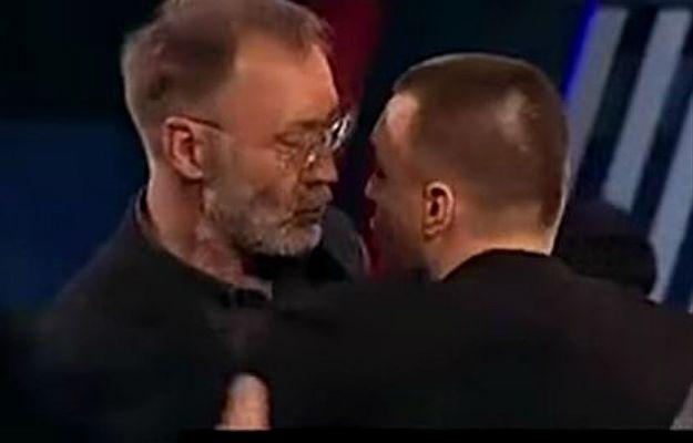 Polski dziennikarz pobity w studiu rosyjskiej telewizji. Użył kontrowersyjnych słów