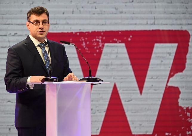 """Jacek Karnowski podczas gali Człowieka Roku Tygodnika """"w Sieci""""."""