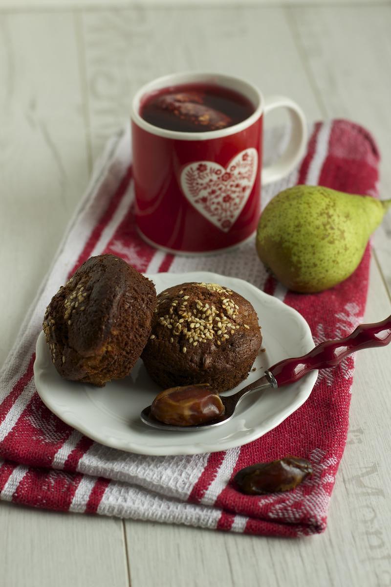 Muffinki z gruszkami i suszonymi daktylami