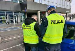 Warszawa. 16 mandatów, podrobione dokumenty i narkotyki. To wynik kontroli przewoźników