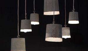 Niezwykła lampa do salonu - światło odświętnie ubrane