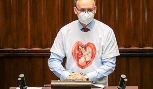 Awantura o koszulkę Mikołaja Pawlaka. Jest głos z obozu Zbigniewa Ziobry