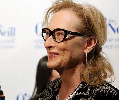 Meryl Streep gra na gitarze