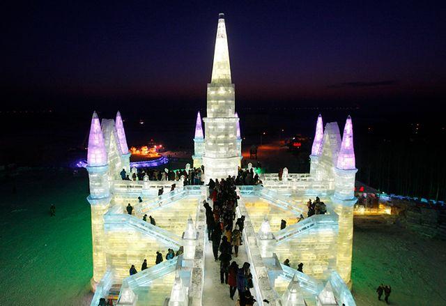 Niezwykły zamek z lodu i śniegu - zobacz