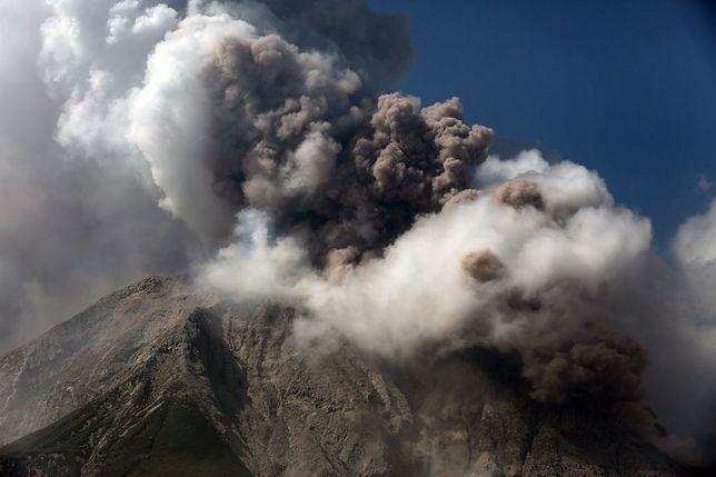 Erupcja wulkanu na Sumatrze 2.03.2021 r.