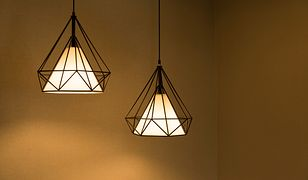 Skromność i geometryczne kształty dominują we wnętrzach w nowoczesnym i minimalistycznym stylu
