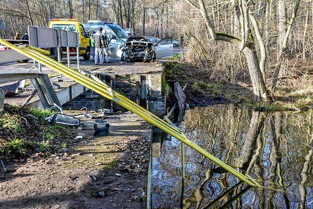 Cibórz w Lubuskiem: samochód wpadł do rozlewiska. Najprawdopodobniej prowadziła kobieta