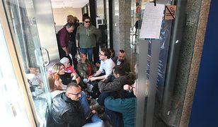 Z powodu zablokowania przez Obywateli RP biura przepustek odnotowano dużo utrudnień
