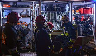 Nocny pożar w Pruszkowie. W budynku znajdowały się butle z gazem