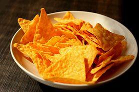 Nachos o smaku serowym i o niskiej zawartości tłuszczu (zawierają olestrę)