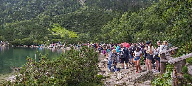 """Morskie Oko. Tłumy na szlakach. """"Nigdy tego nie widziałam"""" (Fot: Kasia Schwenk)"""